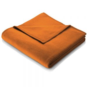 A plain curry colour blanket measuring 200 x 150. A perfect match for your sofa or bed which is also available in other colours.