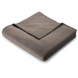 A plain taupe blanket measuring 200 x 150, a perfect match for your sofa or bed which is also available in other colours.